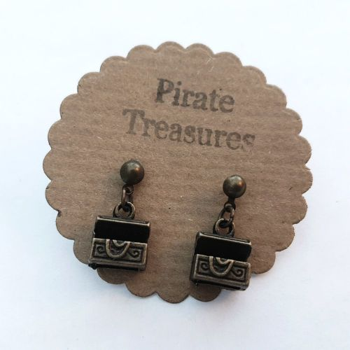 Pirate treasure chest earrings in antique bronze PN050