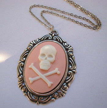 Pirate skull & crossbones cameo necklace in pink PN013