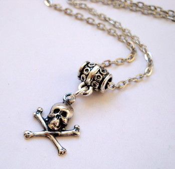 PN017 Pirate silver skull & crossbones on chain necklace