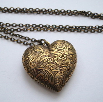 Vintage style Antique Bronze heart necklace VN021