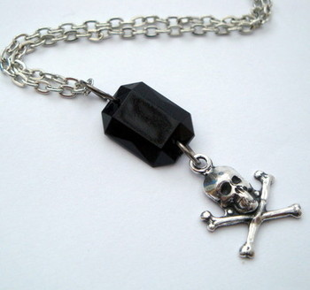 PN021 Skull & Crossbones gem pirate necklace
