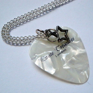 White Pirate Treasures plectrum and star necklace KN043