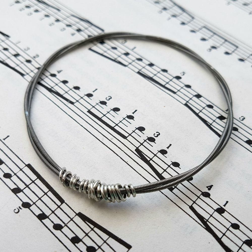 Wayne Thomas Trampolene bass guitar string bracelet size XS (65mm diameter)