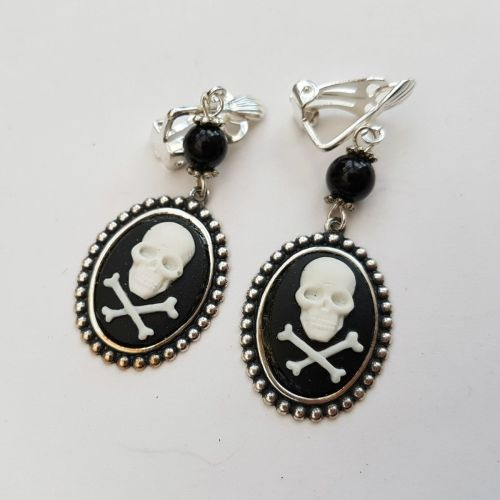 Pirate skull & crossbones cameo clip on earrings PE051