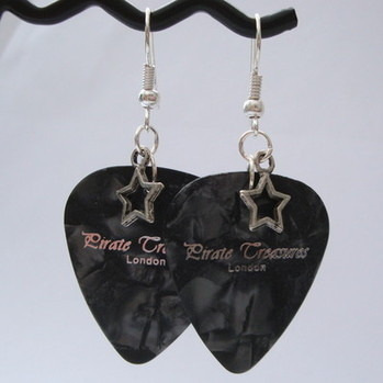 Black Pirate Treasures plectrum and star earrings KE014