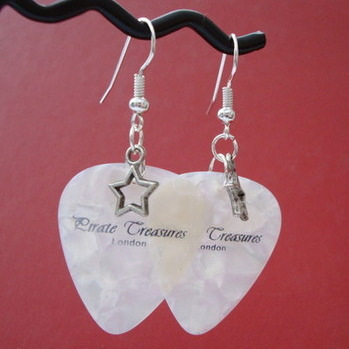 White Pirate Treasures plectrum and star earrings KE015
