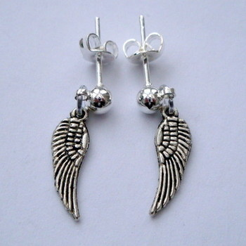 VE008 Vintage kitsch silver angel wing stud earrings