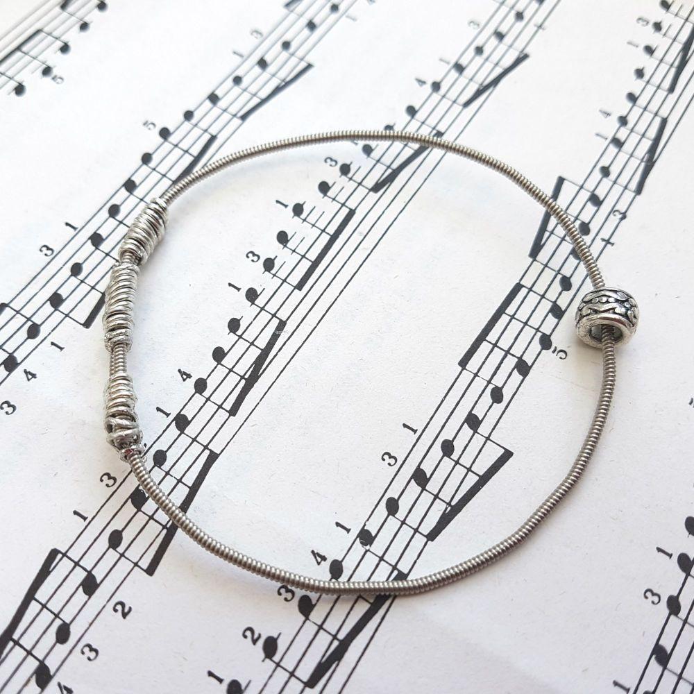 Wayne Thomas Trampolene bass guitar string bracelet size XXS (60mm diameter