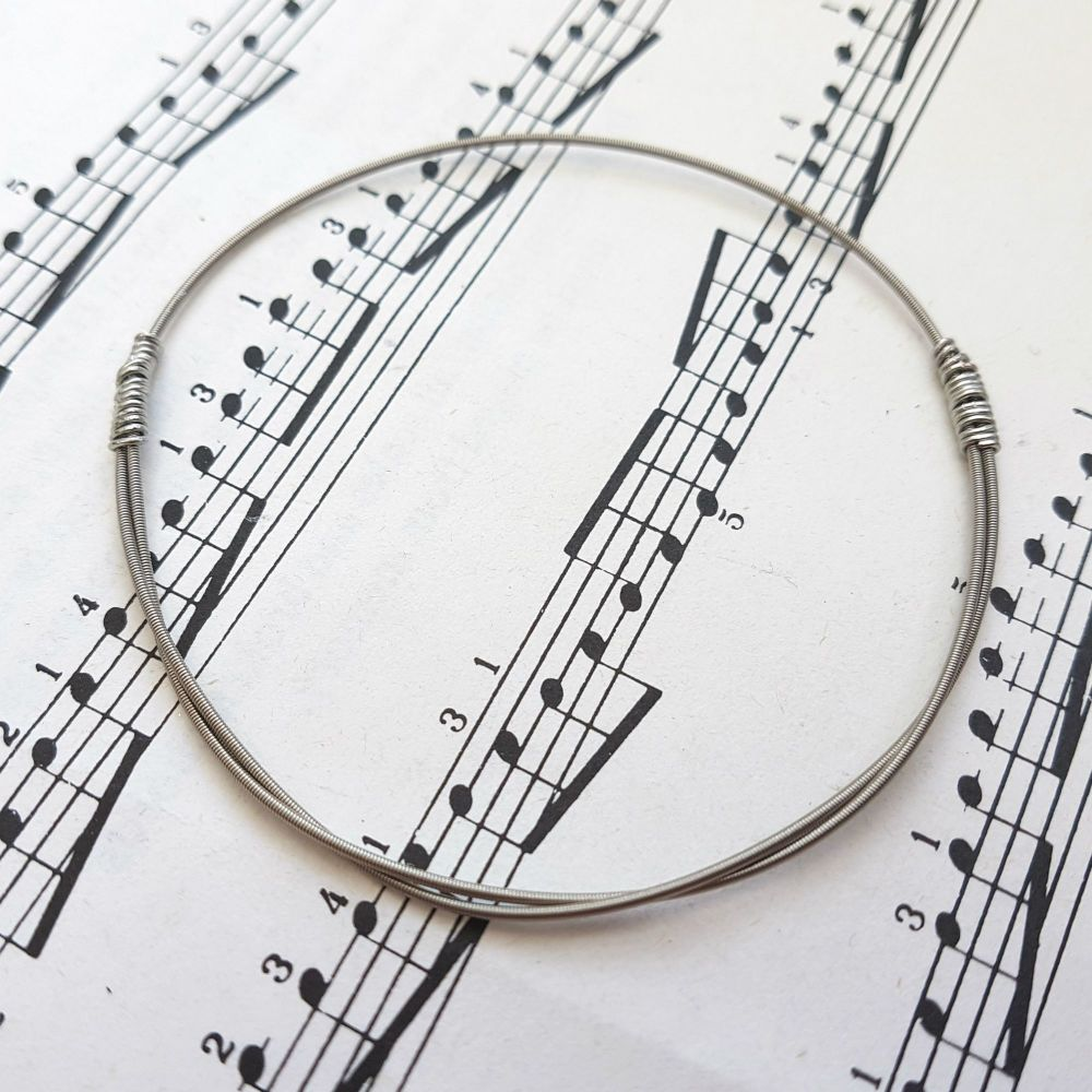 Wayne Thomas Trampolene bass guitar string bracelet size XS (65mm diameter)