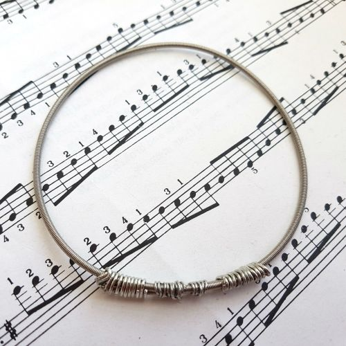 Wayne Thomas Trampolene bass guitar string bracelet size M (75mm diameter)