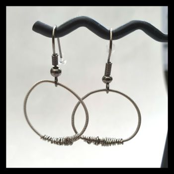 Guitar string earrings PDE01