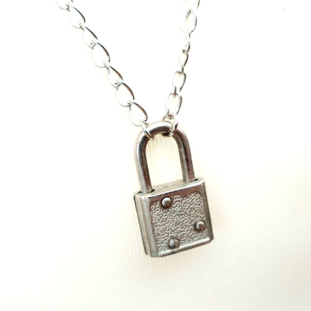 Padlock necklace on chunky silver tone chain CN107