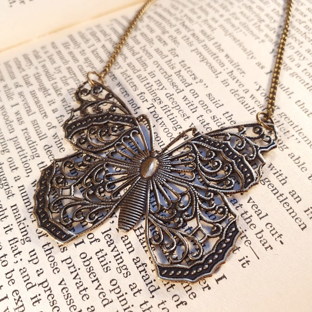 Vintage style butterfly charm necklace VN011