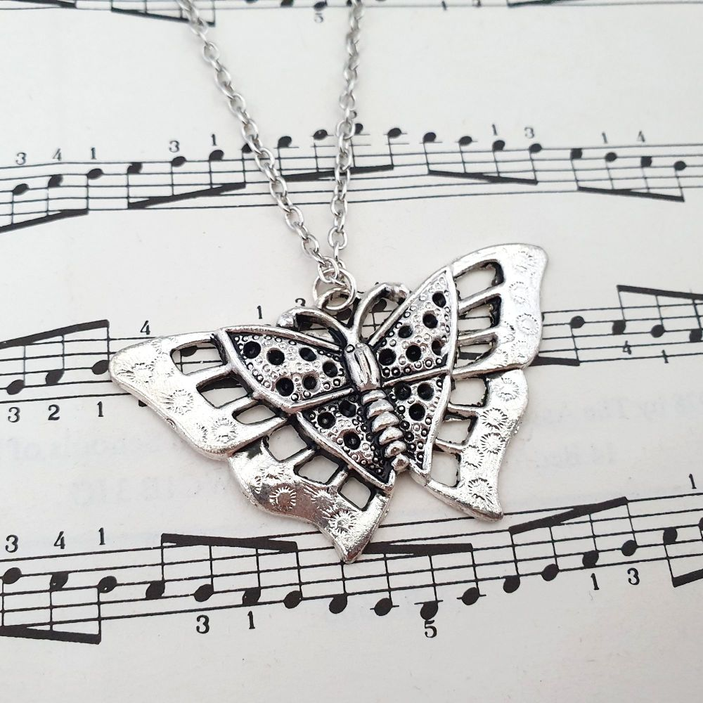 Silver butterfly vintage style charm necklace VN033