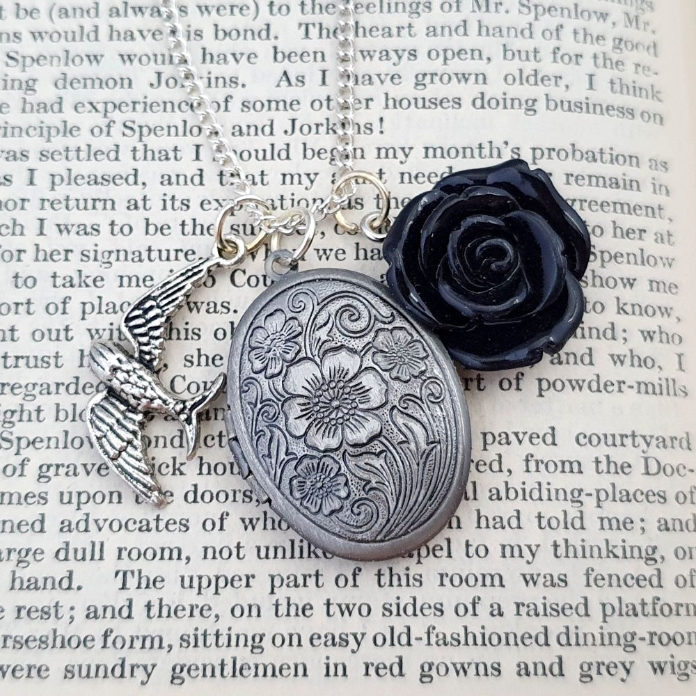 Secret Memories locket & black rose vintage style necklace VN037