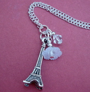 Vintage inspired style Eiffel Tower charm necklace VN040