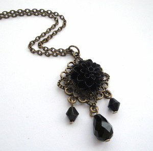 Vintage style black chrysanthemum necklace VN052