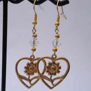Vintage brass heart & flower charm earrings VE026