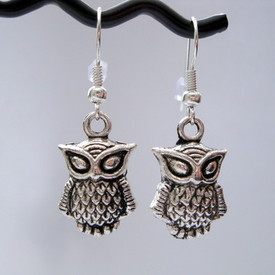VE028 Silver owl charm earrings