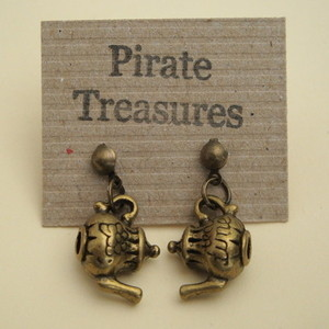 VE031 Antique bronze vintage style teapot earrings