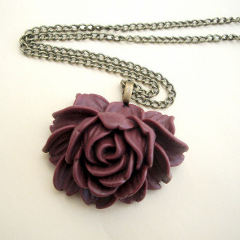 VN069 Wine cabbage rose necklace on bronze chain