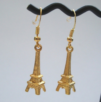 Vintage inspired kitsch gold Eiffel Tower earrings - VE033