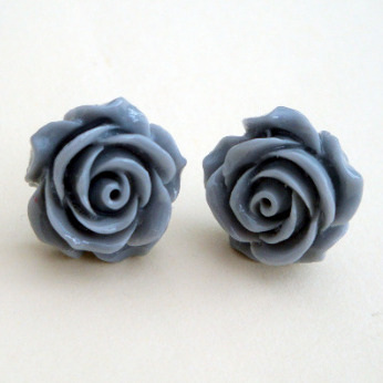 Vintage style rose flower earrings in grey VE037