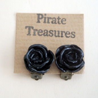 Vintage style rose flower clip on earrings in black VE038