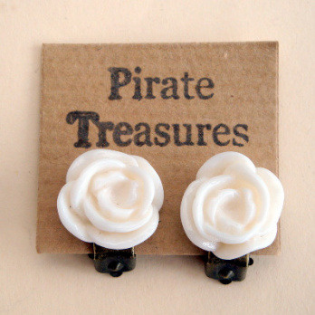 Vintage style rose flower clip on earrings in ivory VE040