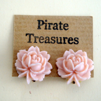 Vintage style rose flower clip on earrings in pink VE041