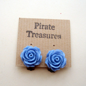 Vintage style rose flower clip on earrings in blue VE042