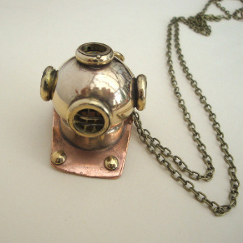 Vintage style nautical brass diving helmet necklace VN102