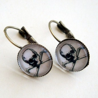 Pirate skull & crossbones cabochon earrings PE046