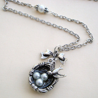Vintage inspired bird's nest necklace in antique silver VN107