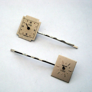Steampunk hair grip / bobby pin set with vintage watch faces SP014