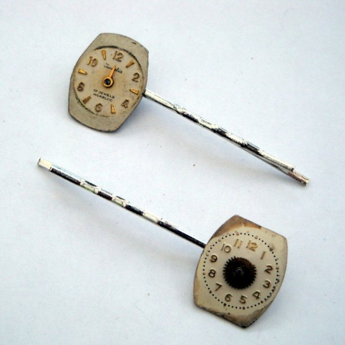 Steampunk hair grip / bobby pin set with vintage watch faces SP015