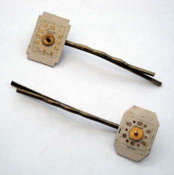 Steampunk hair grip / bobby pin set with vintage watch faces SP016