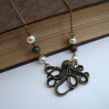 Vintage style octopus necklace in bronze VN054