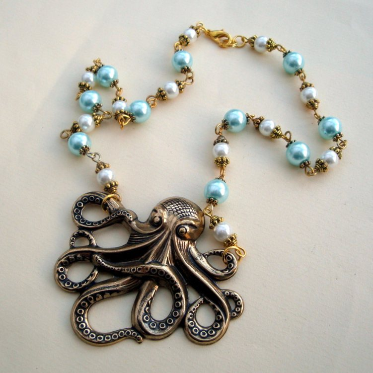 Vintage style beaded octopus charm necklace VN086