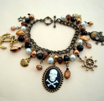 PCB072 Antique gold beaded pirate cameo charm bracelet