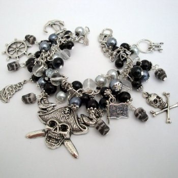 Pirate charm bracelet in black & silver PCB106