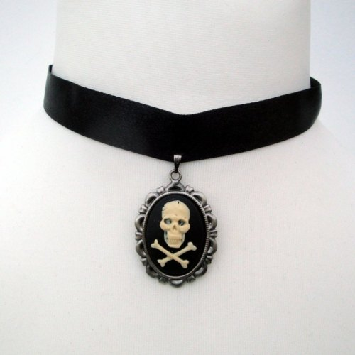 Gothic pirate skull & crossbones cameo choker necklace PN133