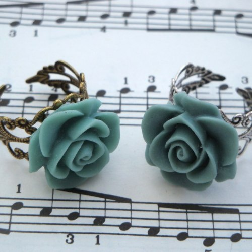 Vintage inspired rose ring on filigree base - grey
