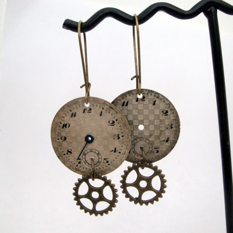 Steampunk earrings - watch face and cogs SE038