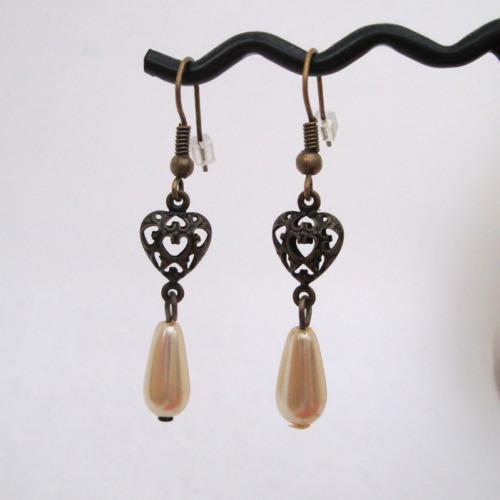 VE005 Antique bronze heart & pearl drop vintage style earrings