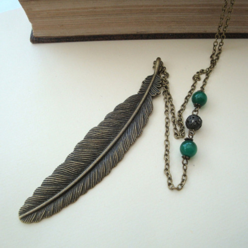 Vintage style bronze feather charm necklace VN092