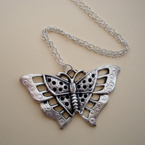 VN033 Silver butterfly vintage style charm necklace