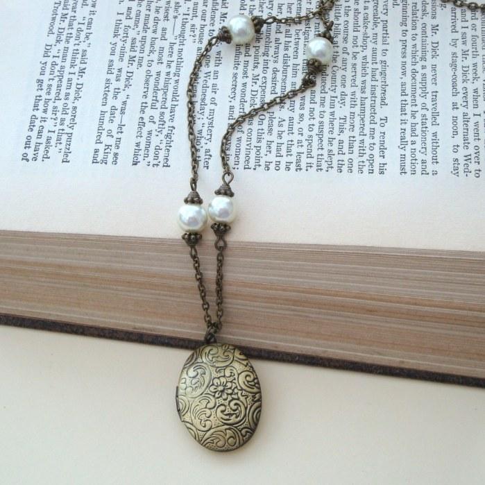 Vintage style bronze locket & pearls necklace VN022