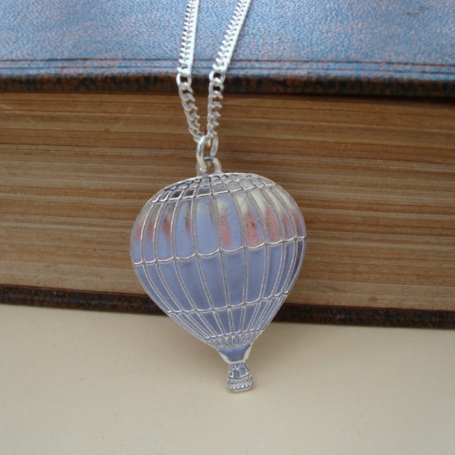 Steampunk vintage style hot air balloon necklace in silver SN096