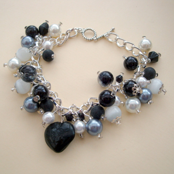 'Contemporary Pearl' handmade beaded bracelet in black and silver CCB014